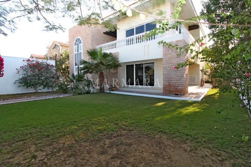 Amazing 5 br villa   with private garden