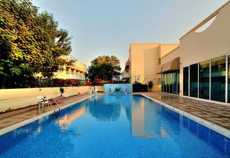 Amazing 4 br in a compound pool-Jumeirah
