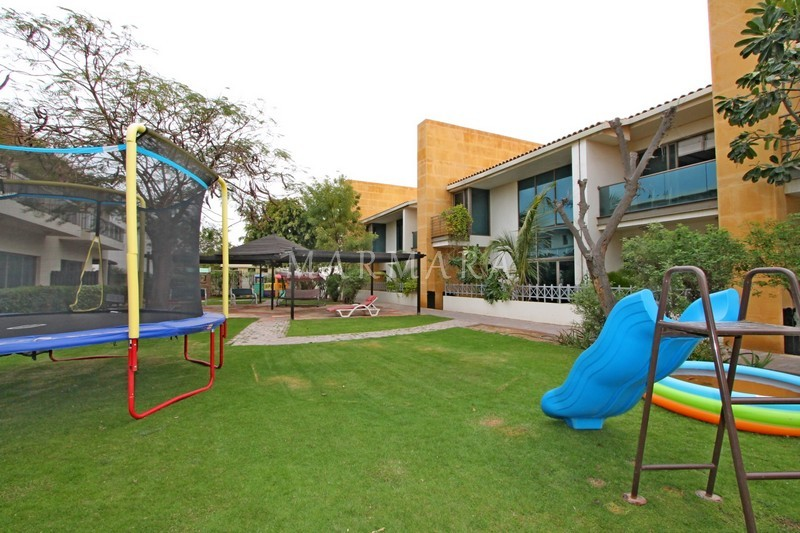 Modern 4 bed villa with pool, playground