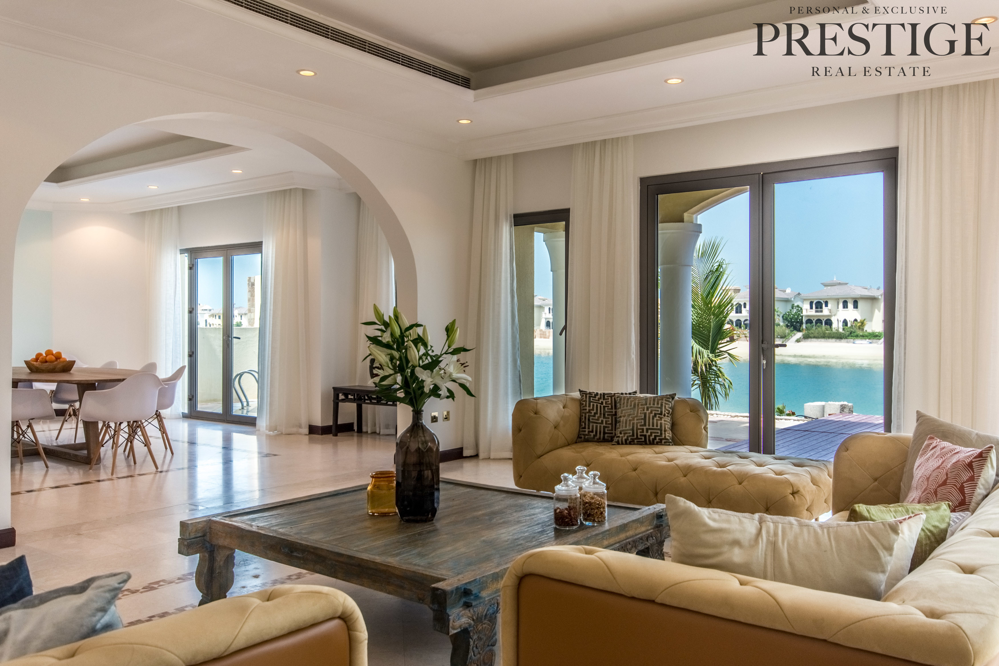 furnished-5-bed-beach-front-villa-palmjumeirah