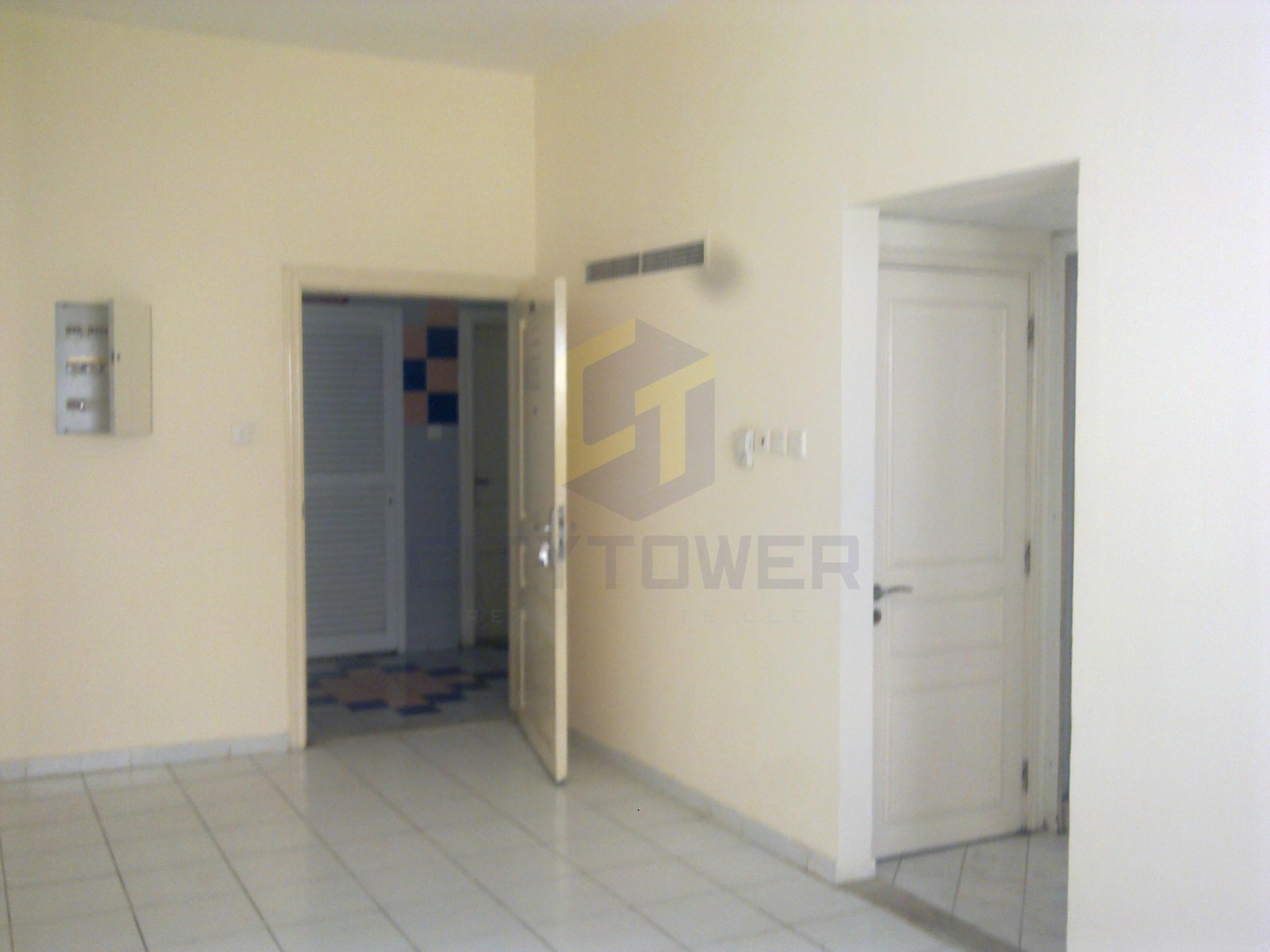 Spacious studio hall close to Burjuman
