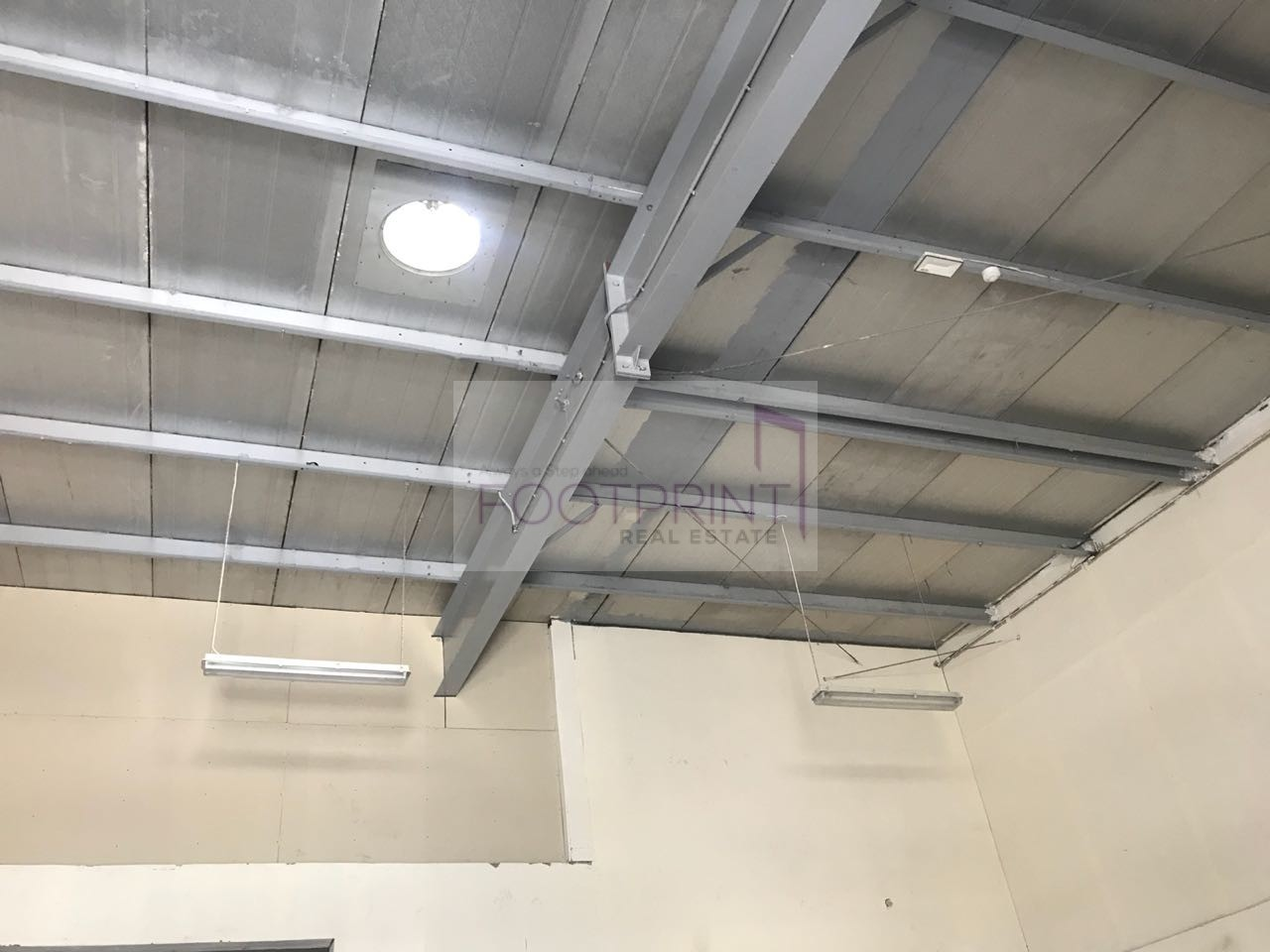 Commercial Warehouse with 15Kw For Rent!