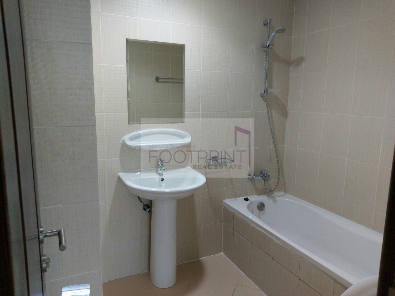 Huge,Nice 1 Bedroom In Royal Residence!!