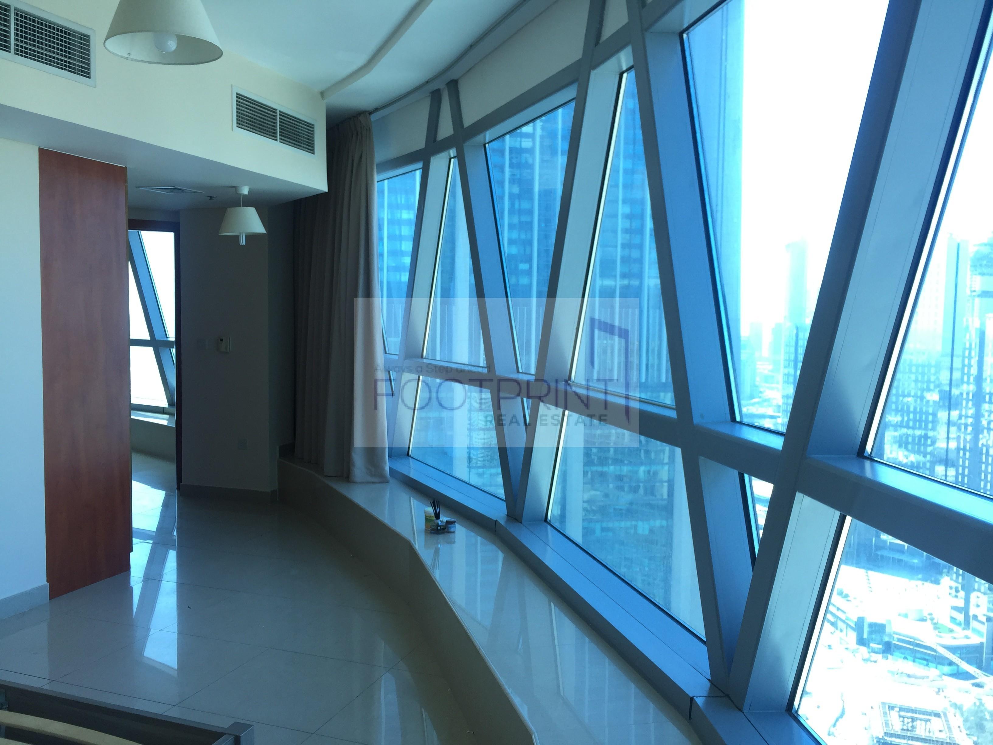Spacious 1 BR on high floor| W/ Balcony!