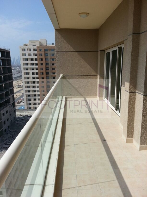 Chiller Free 2Bhk In Golf VIew Residence