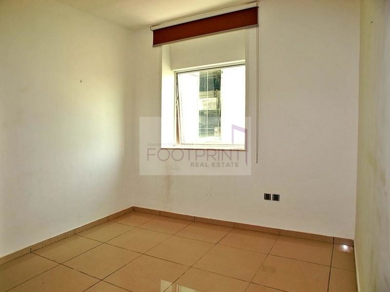 Spacious 1 BHK,Sea View,Chiller included