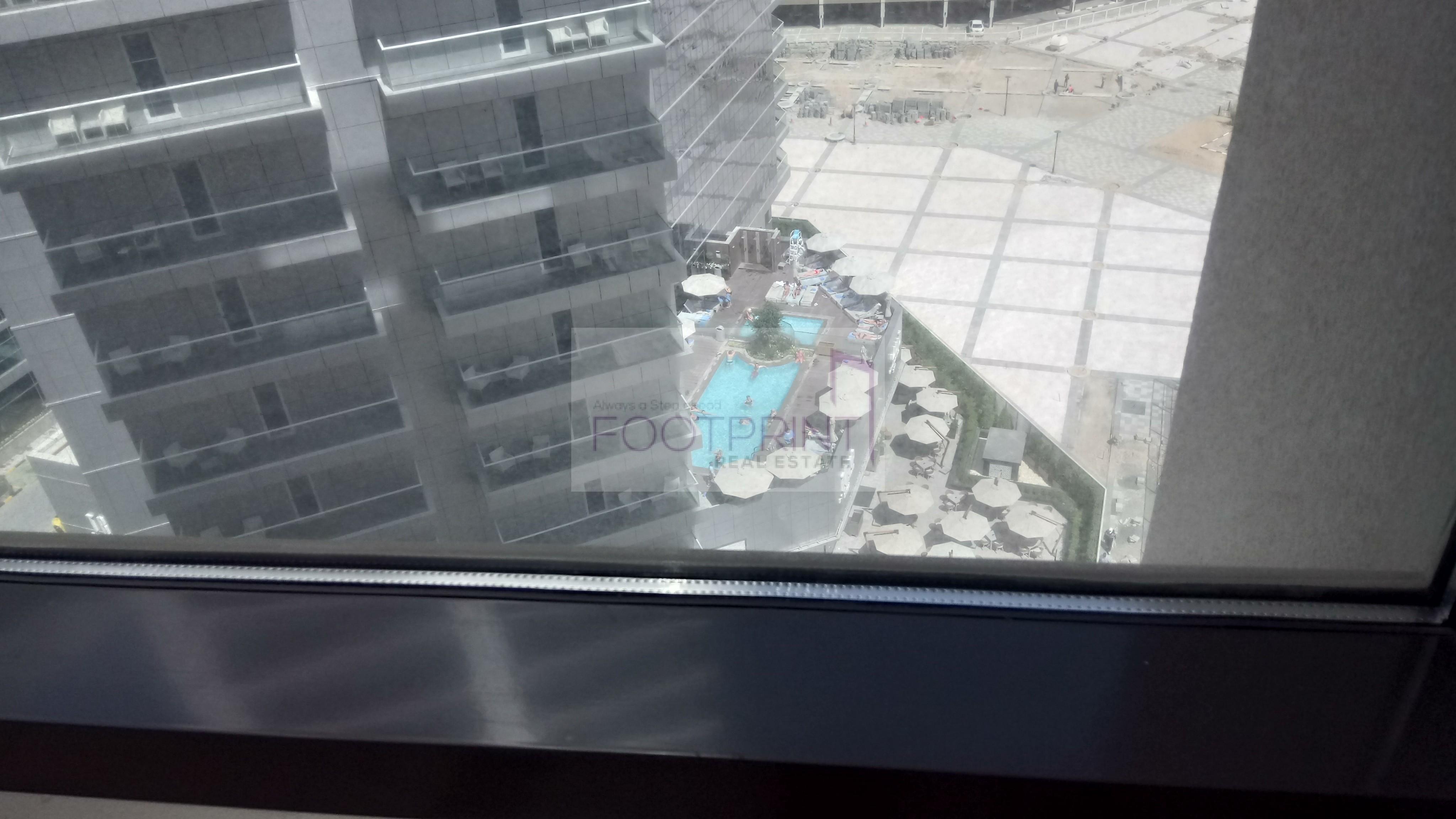Spacious+balcony+Amazing View+Multi chqs