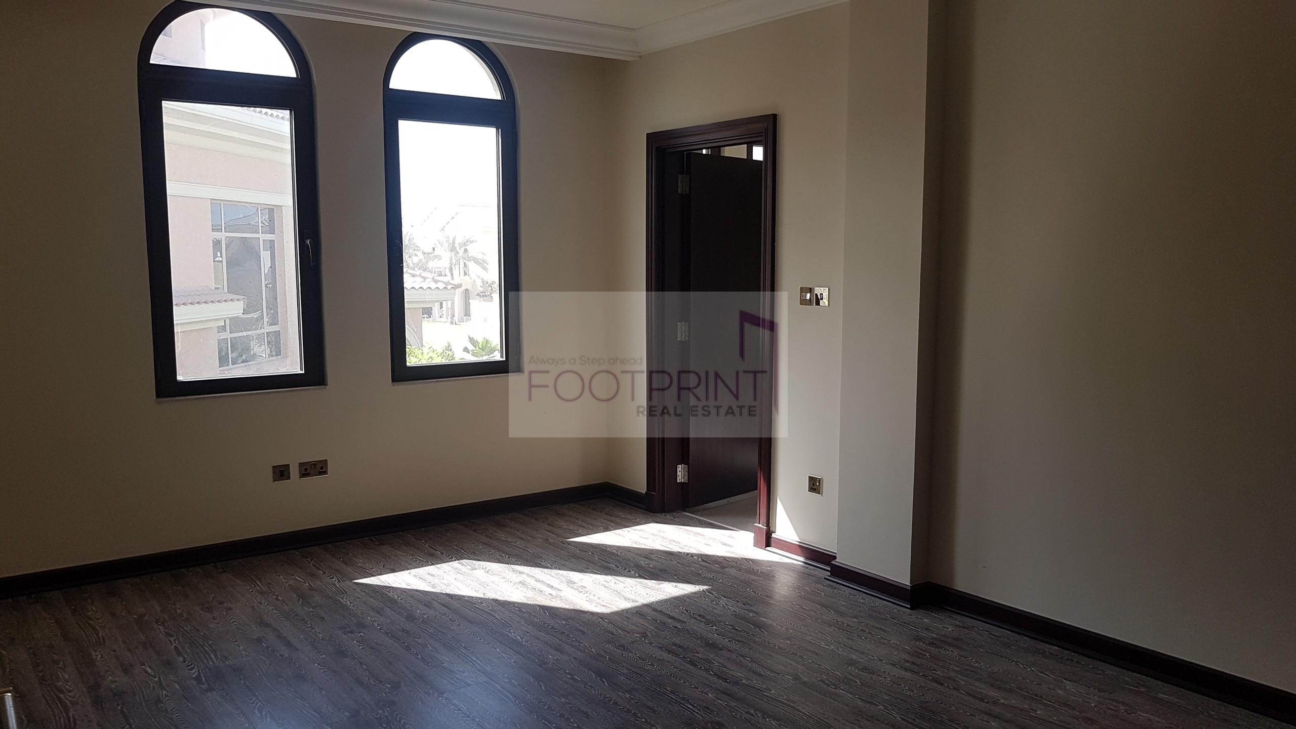 ! Upgraded 4Br Garden Villa Wooden Floor