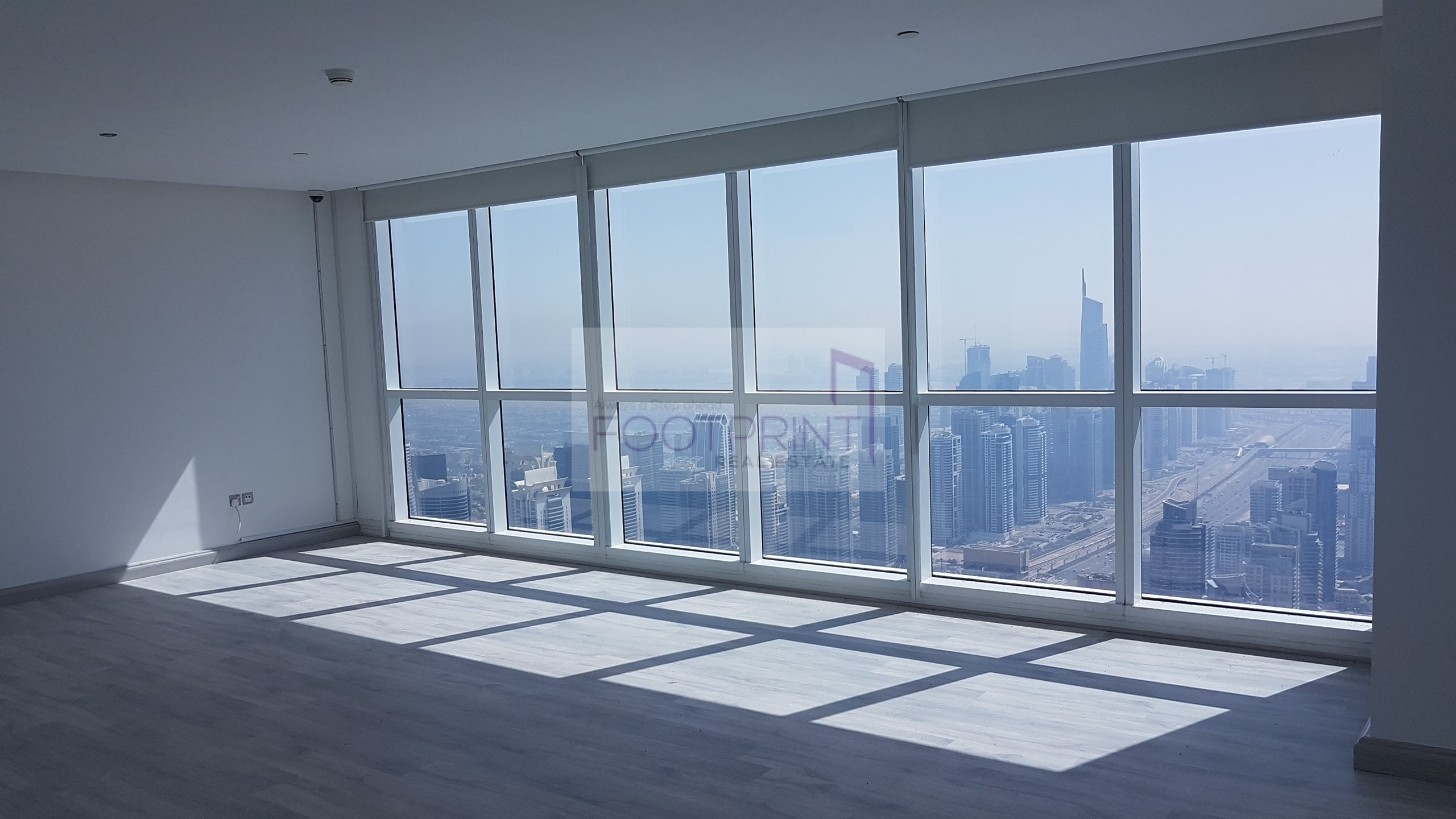 Top End 4 BR Penthouse Full Palm View !!