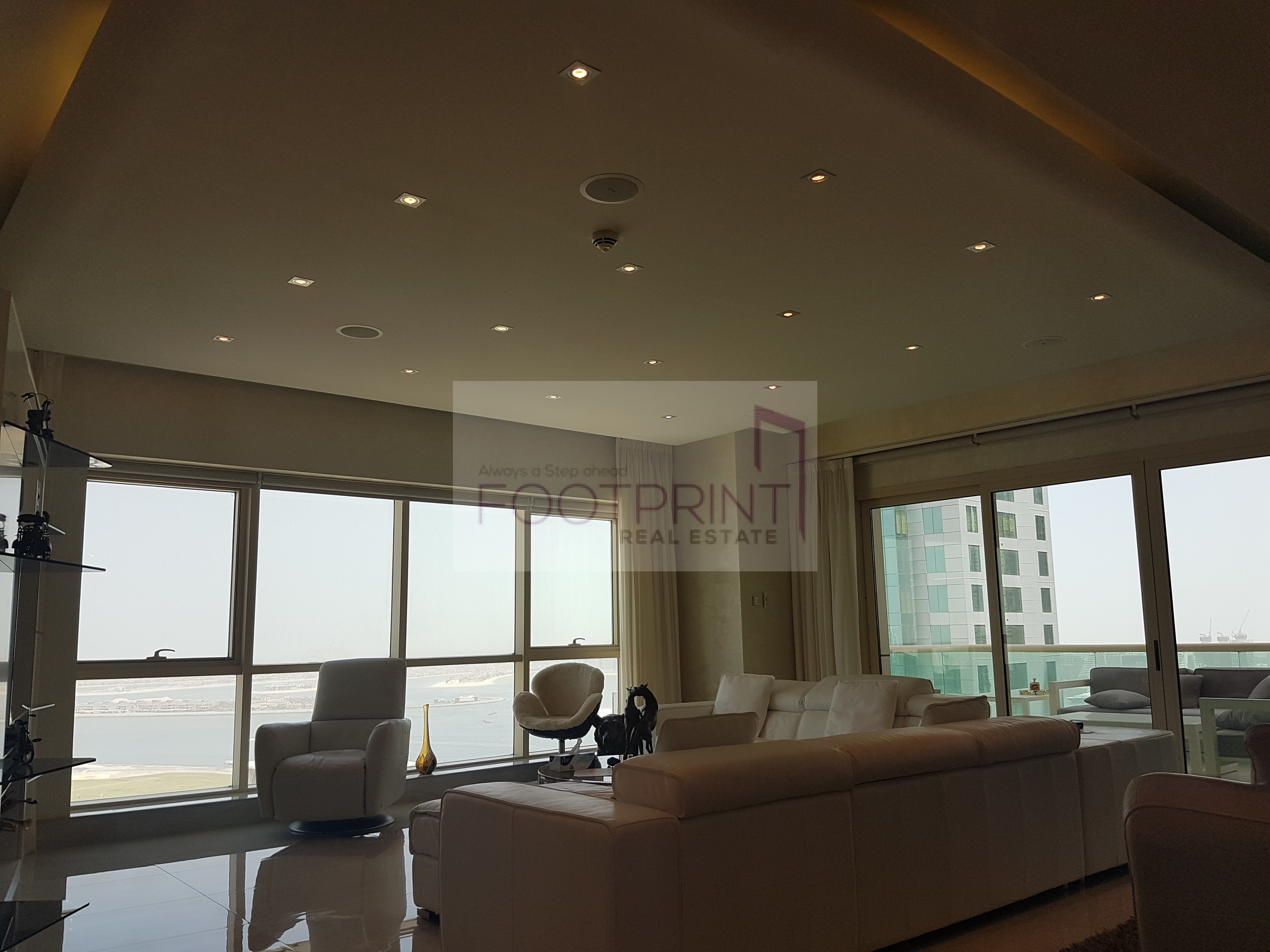 Top End 3Br Fully Upgraded Full Sea View