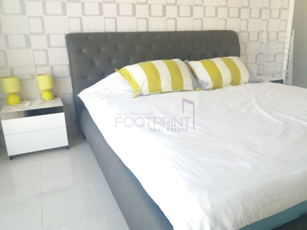 Fully Furnished 1 Bedroom + Lake View.