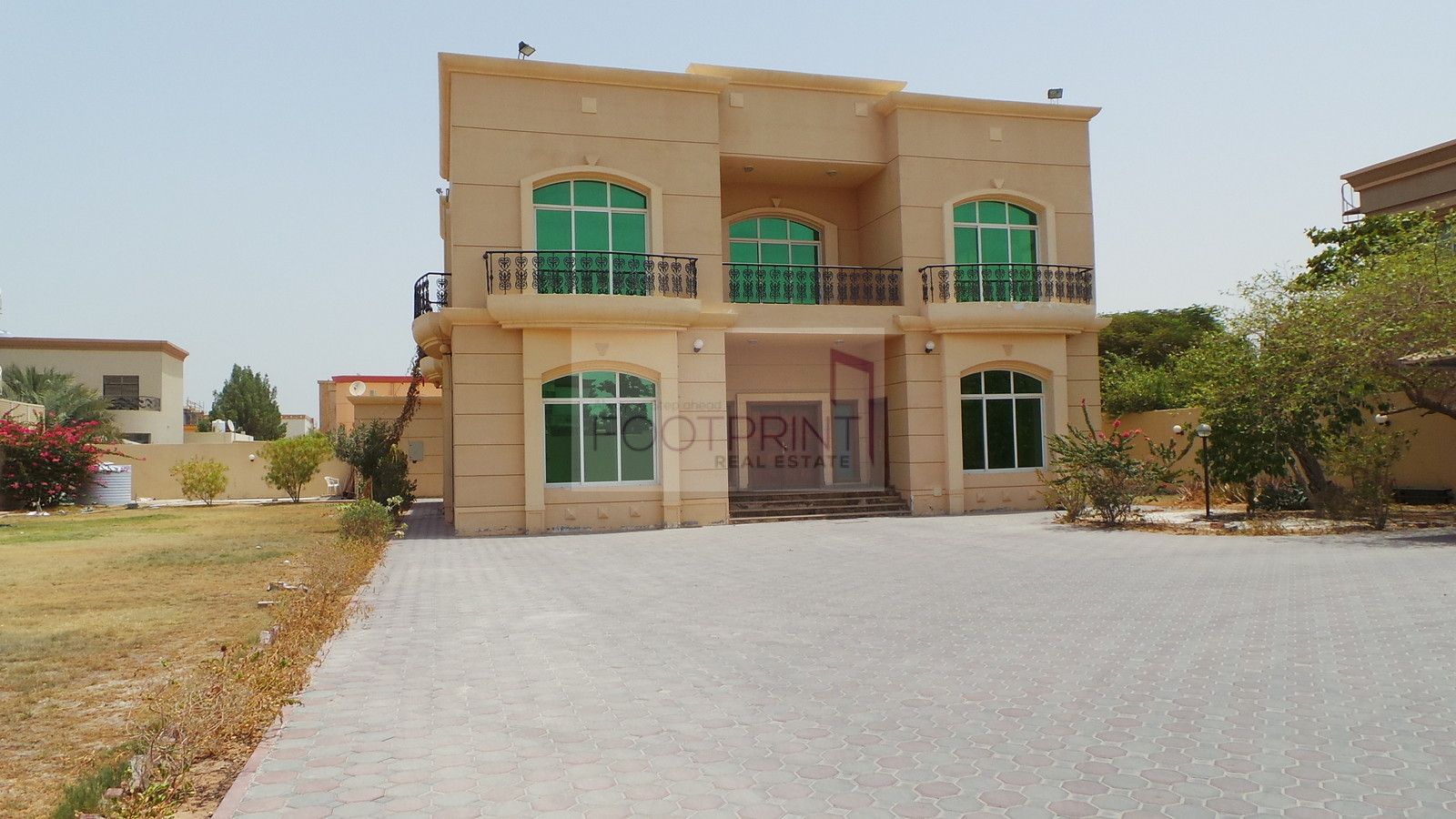 Huge 5BR Villa with Pvt Garden Al Barsha