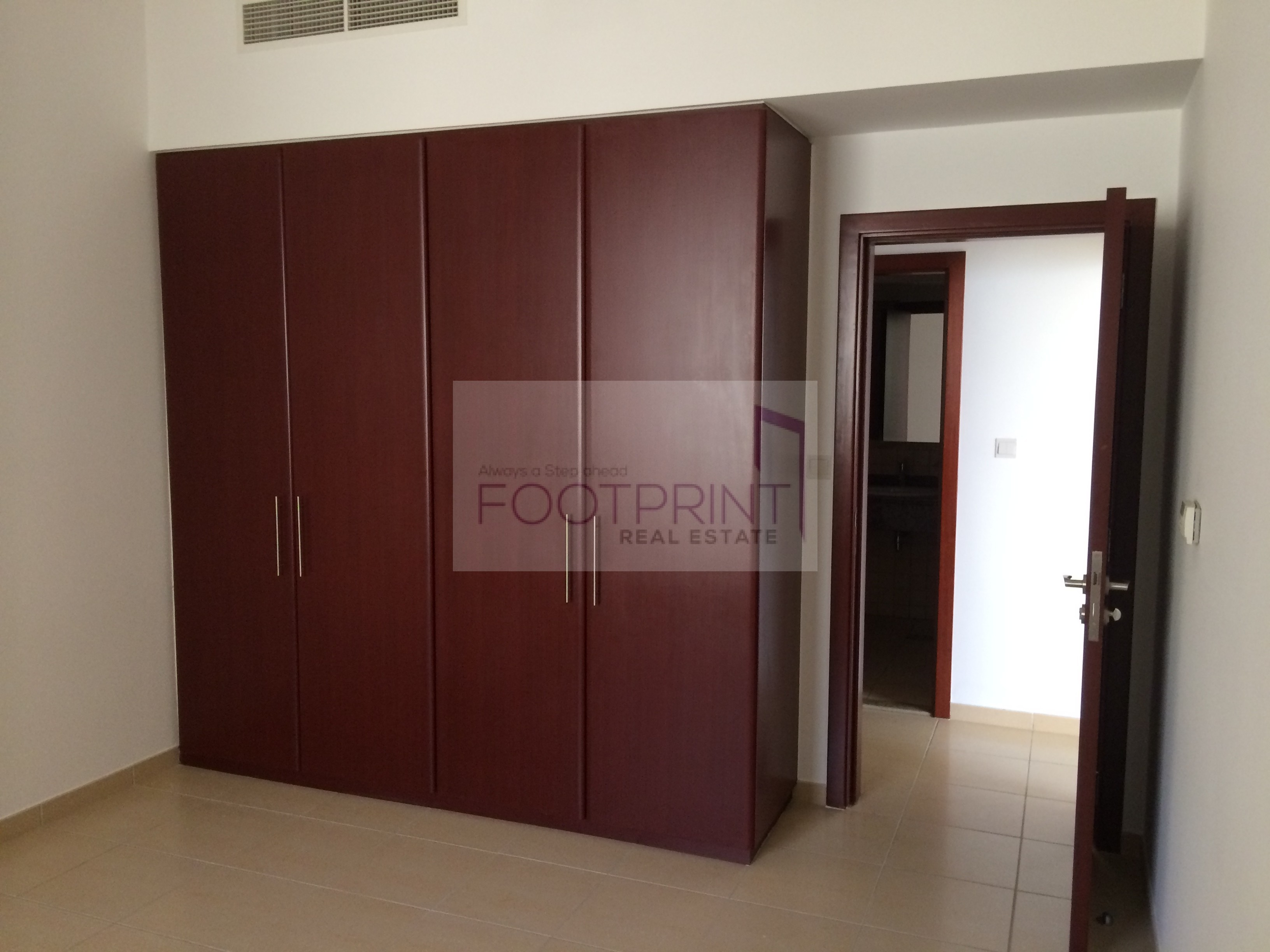 Sea View,Vacant,2BHK, Shams4, Investment