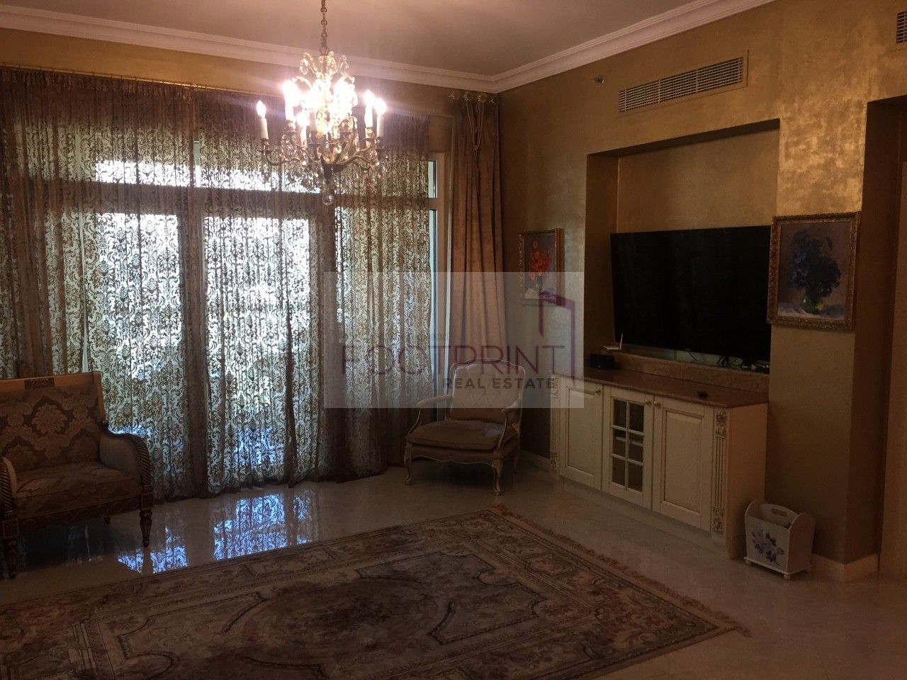 Beach Access Fully Furnished High End !!