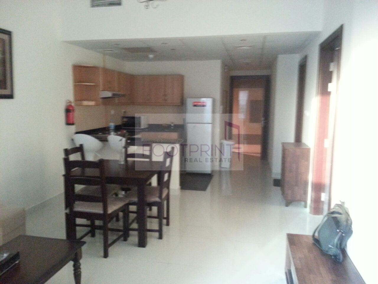 Spacious And  Furnished 2 Bhk In Elite 5