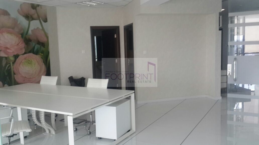 Stunning Fitted Partition Office On Rent
