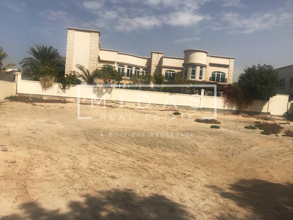 Huge Villa Plot for Sale in Emirates Hills