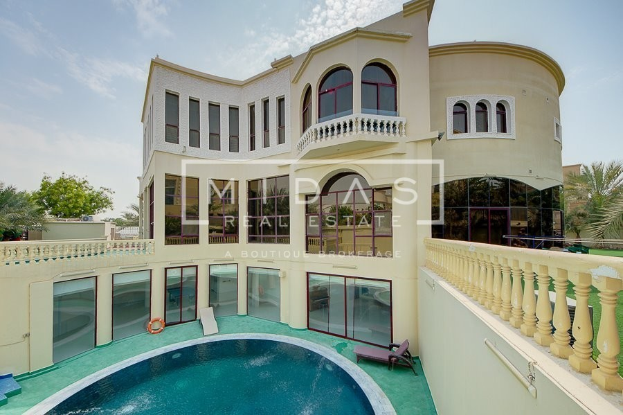 One of a Kind Mansion | Lake View | Indoor Lift+Cinema Room