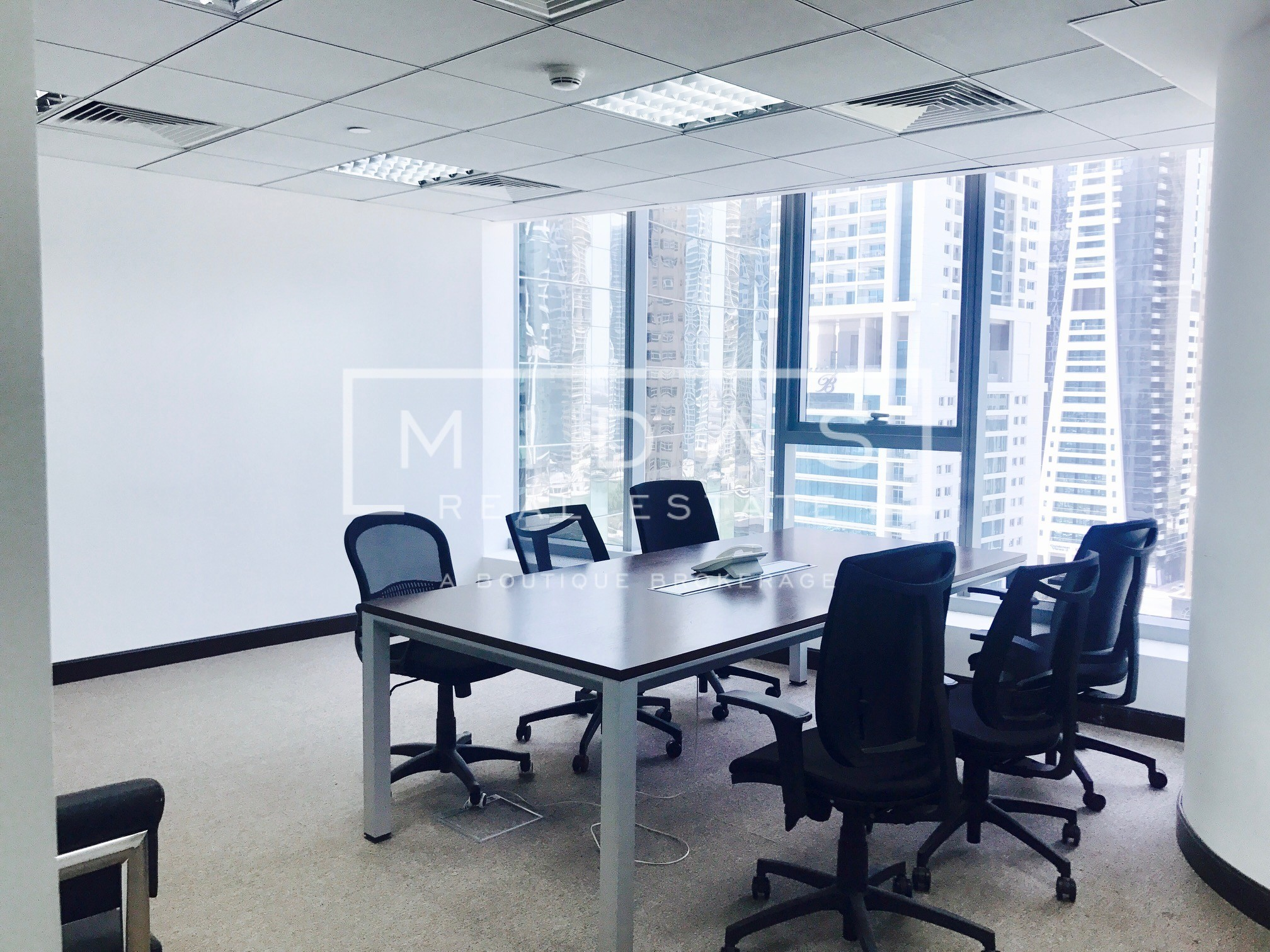 Bright Unit - Furnished and Partitioned office in Platinum Tower For Rent