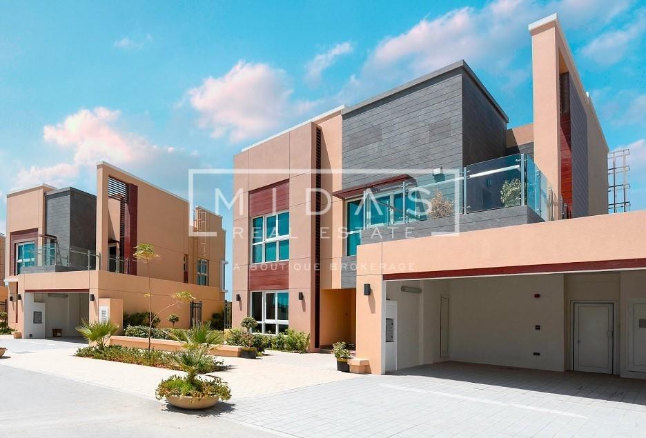 Huge Villa Plot for Sale in Al Barsha
