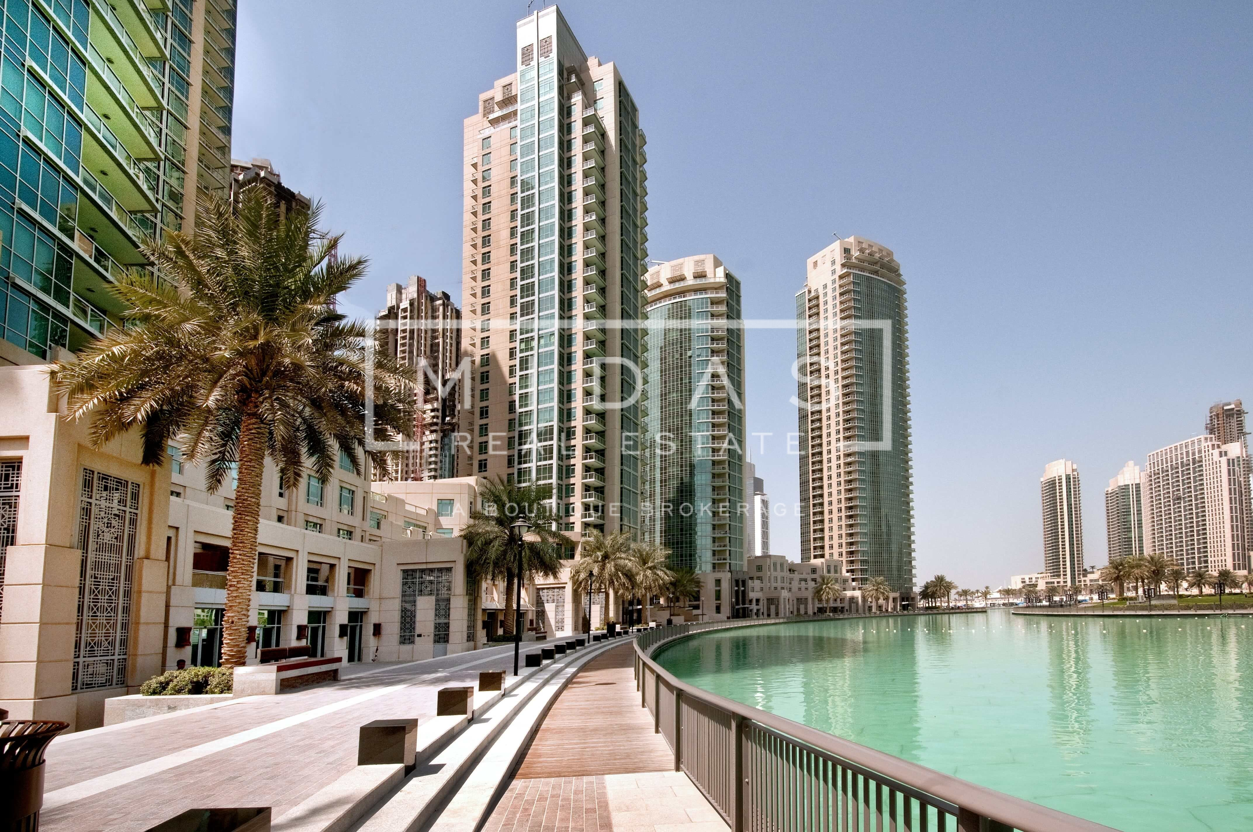 G+65 Full Building for Sale in Sheikh Zayed Road