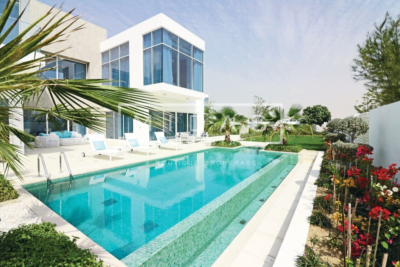 Spectacular 4BR Contemporary Villa with Private pool