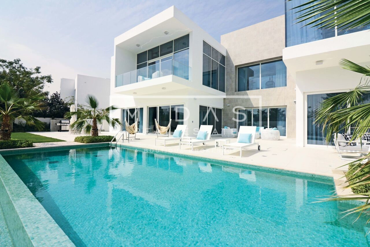 Spectacular Contemporary Villa - More Options Available !
