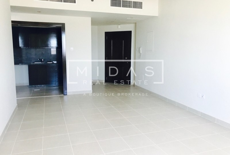 Bright and Spacious 1Bedroom in Dubai Marina with Sea View