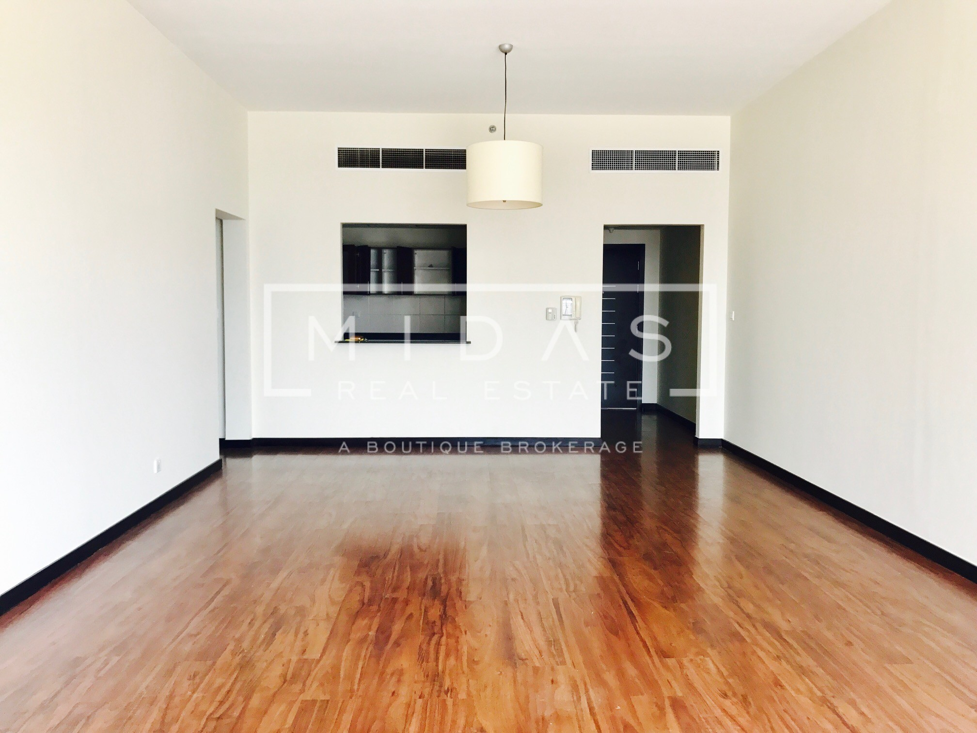 Beautiful 2 BR + Maids CHILLER FREE in GreenLakes S1