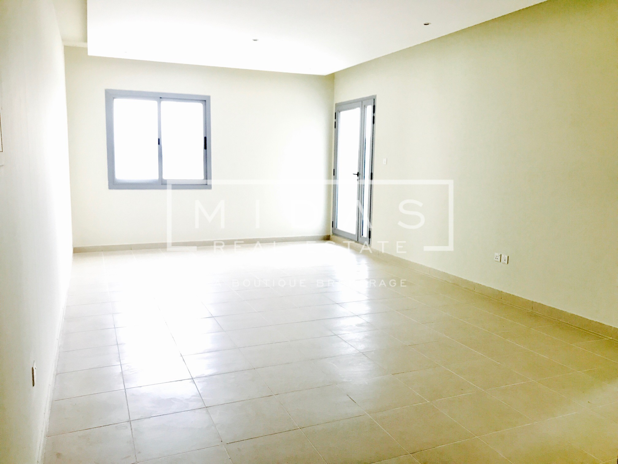 Large and Bright 1BR in Dubai Marina w/ Sea View