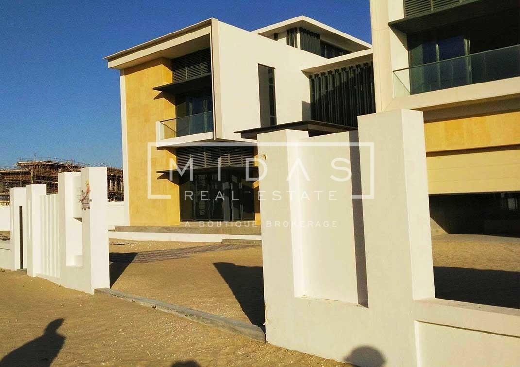 Contemporary 6BR+Guest Suite Villa in Dubai Hills