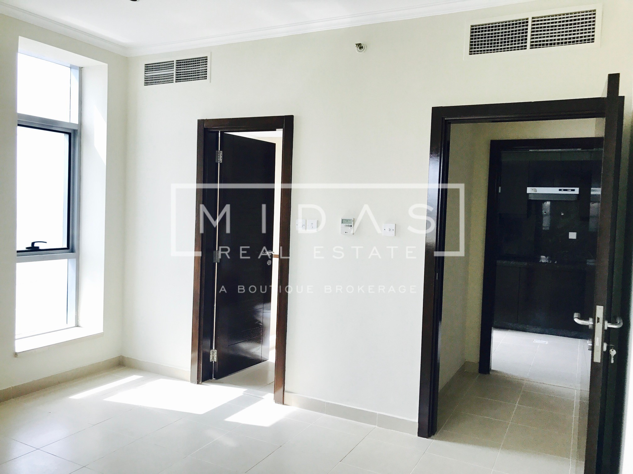 Large and Bright 1Bedroom in Dubai Marina with Sea View