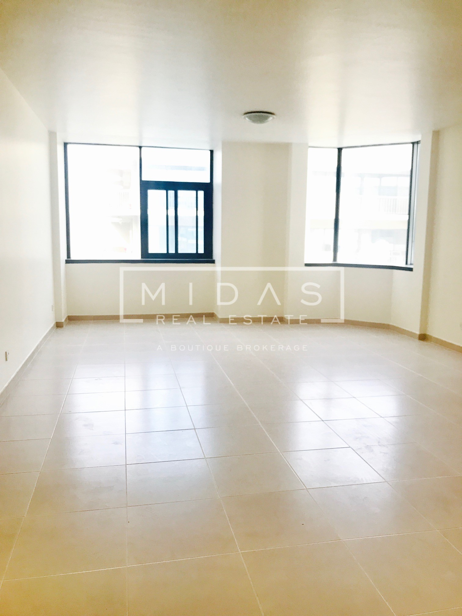 Large Studio in Mankhool Chiller and DEWA included