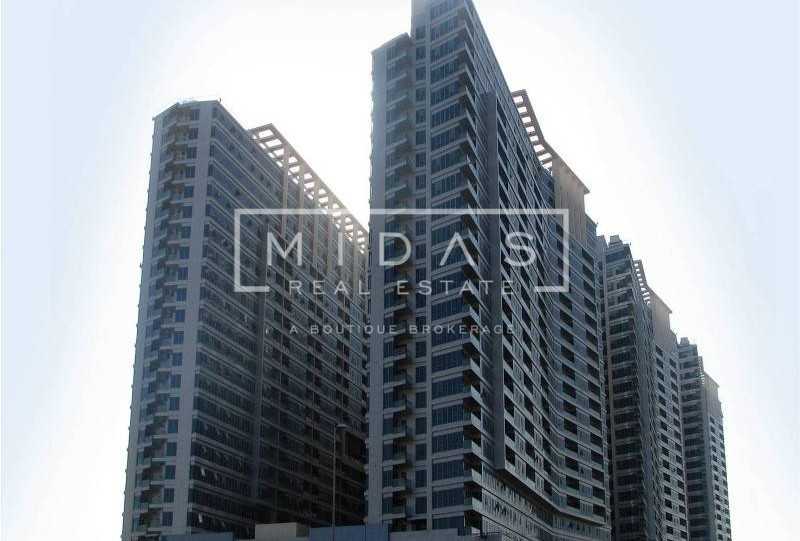 Corner Unit, Large 2 BR Apt. in Skycourt Tower