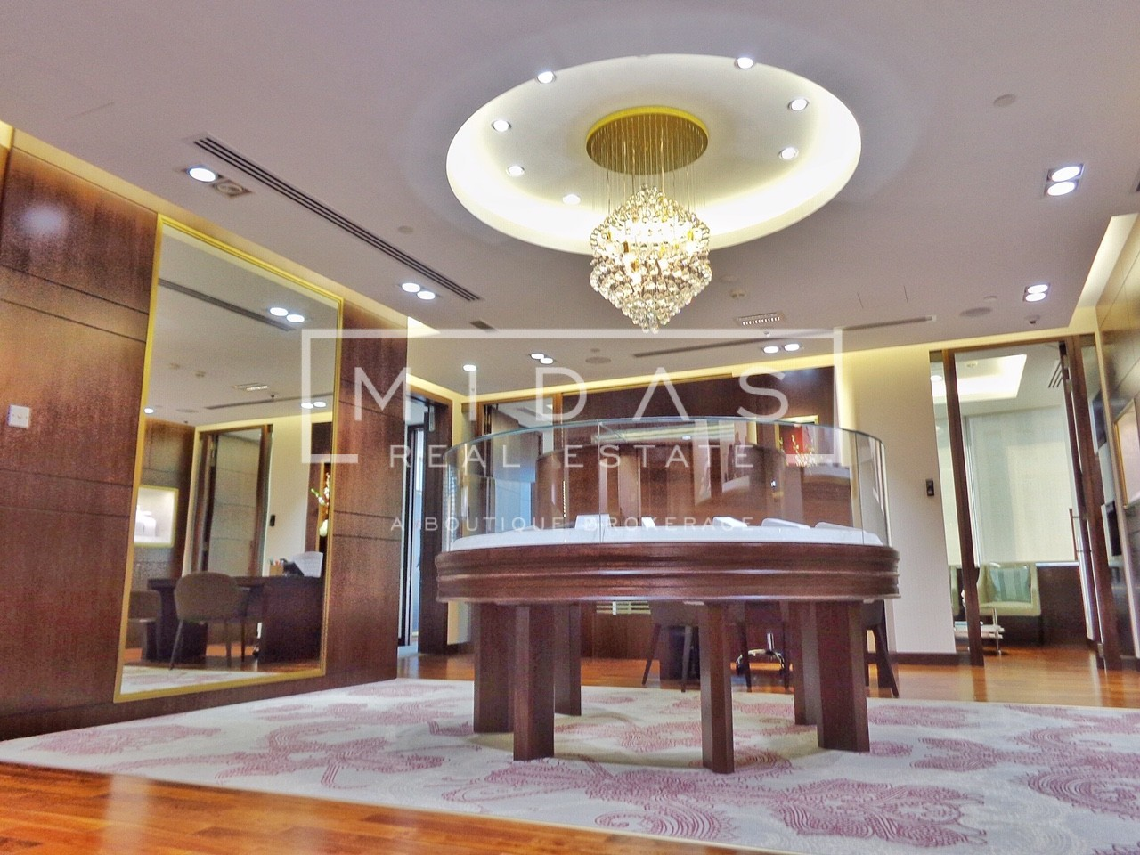 Must See! Fully Fitted Jewelry Showroom w/ Lake View