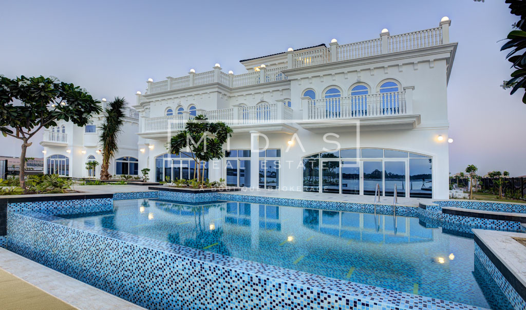 Palatial G+2 Beachfront Tip Villa in Four Pearls