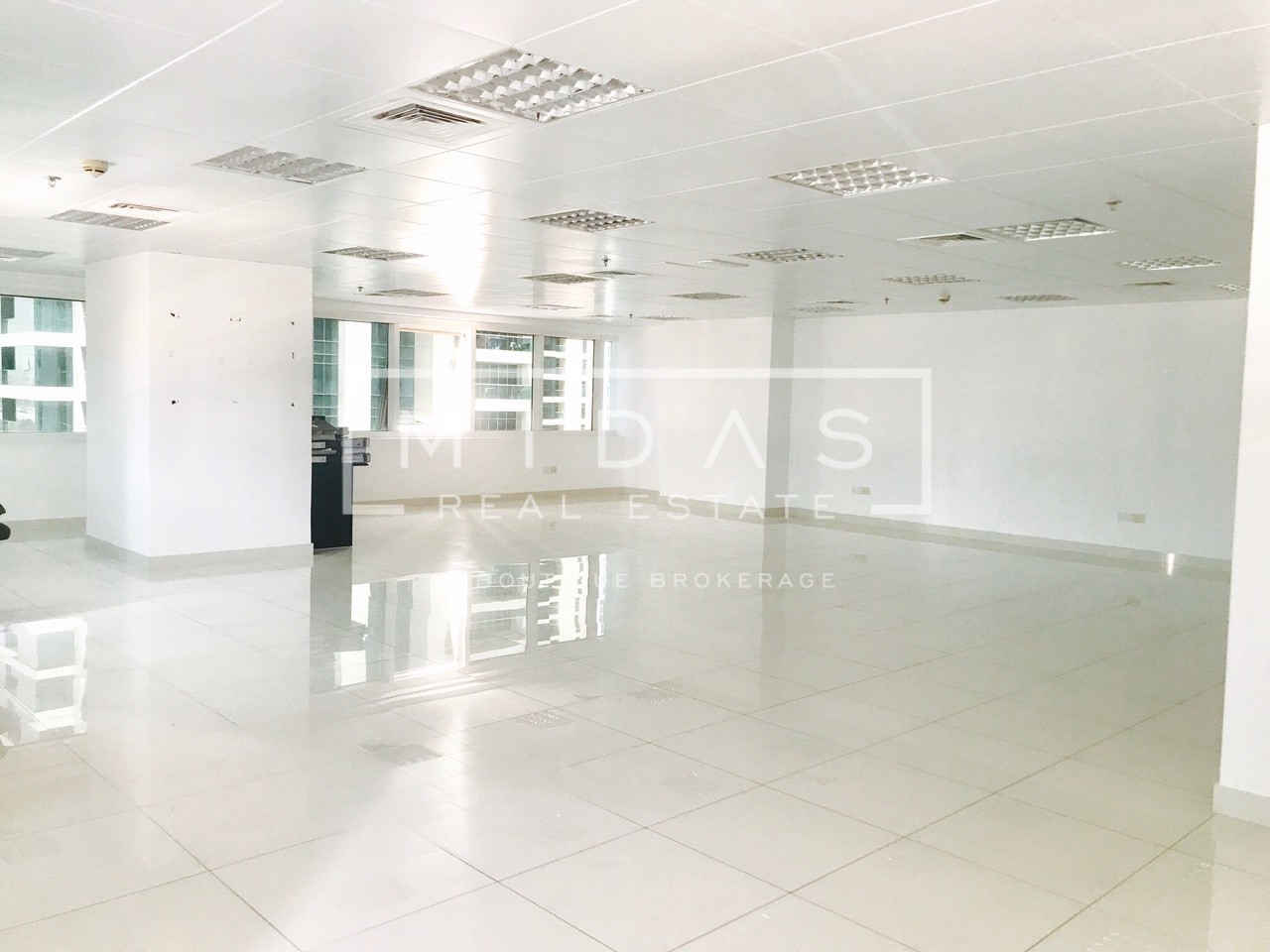 Fitted Office in ONE LAKE PLAZA JLT next to Metro Station For Rent