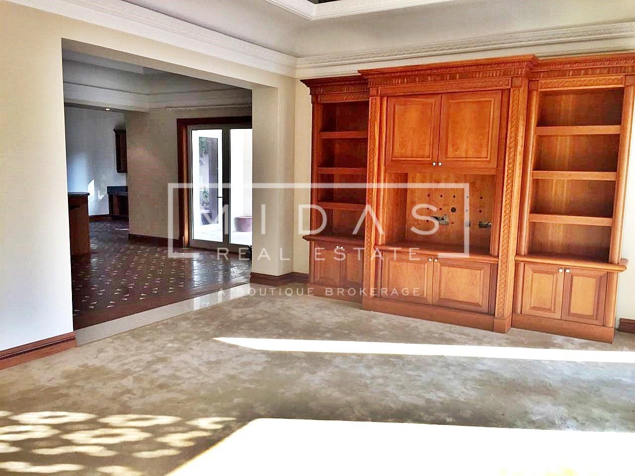 Luxurious 6BR+Majlis Villa w/ Golf Course View