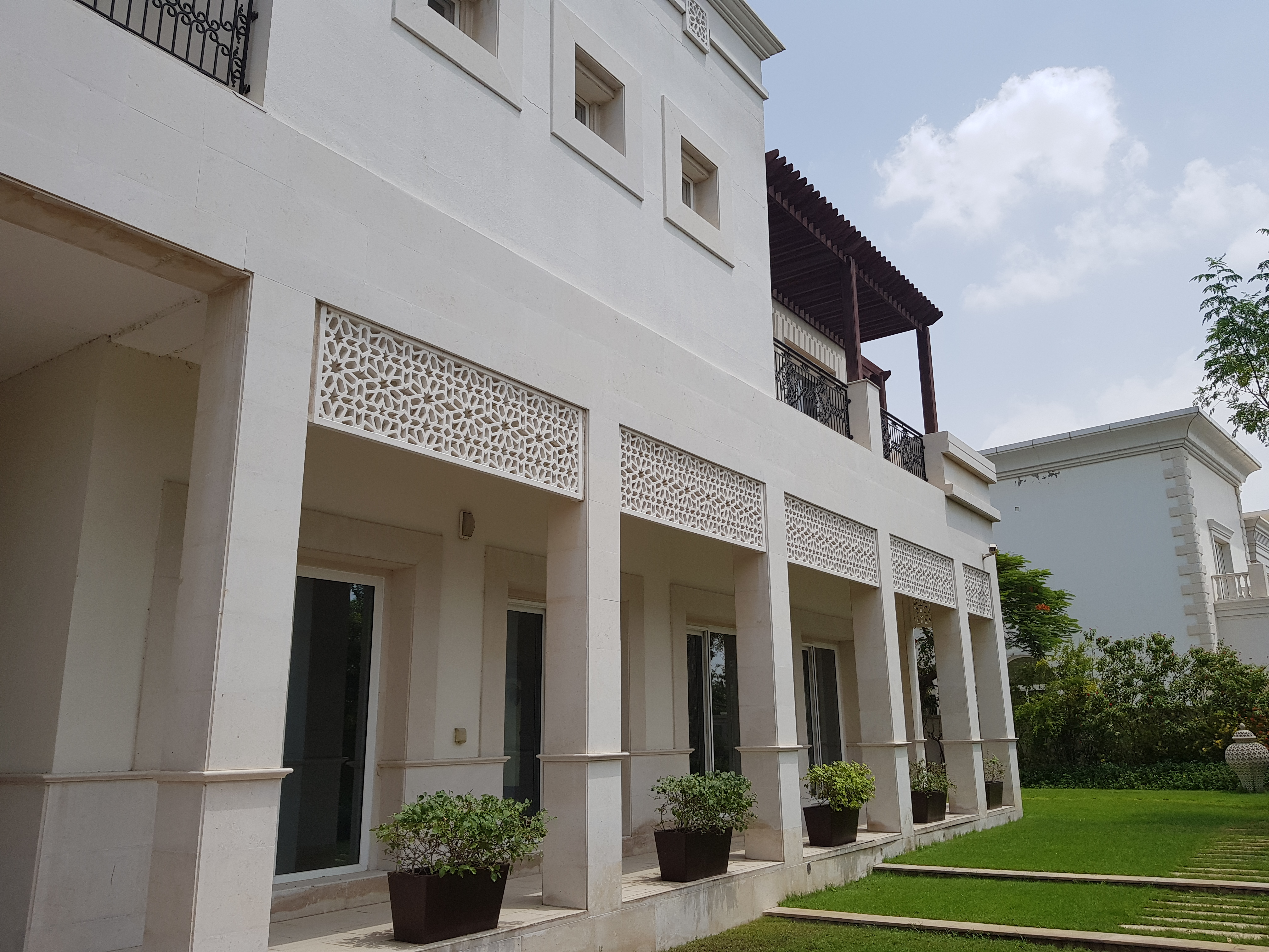 6BR Mansion | Multiple Chqs | Completed Renovated
