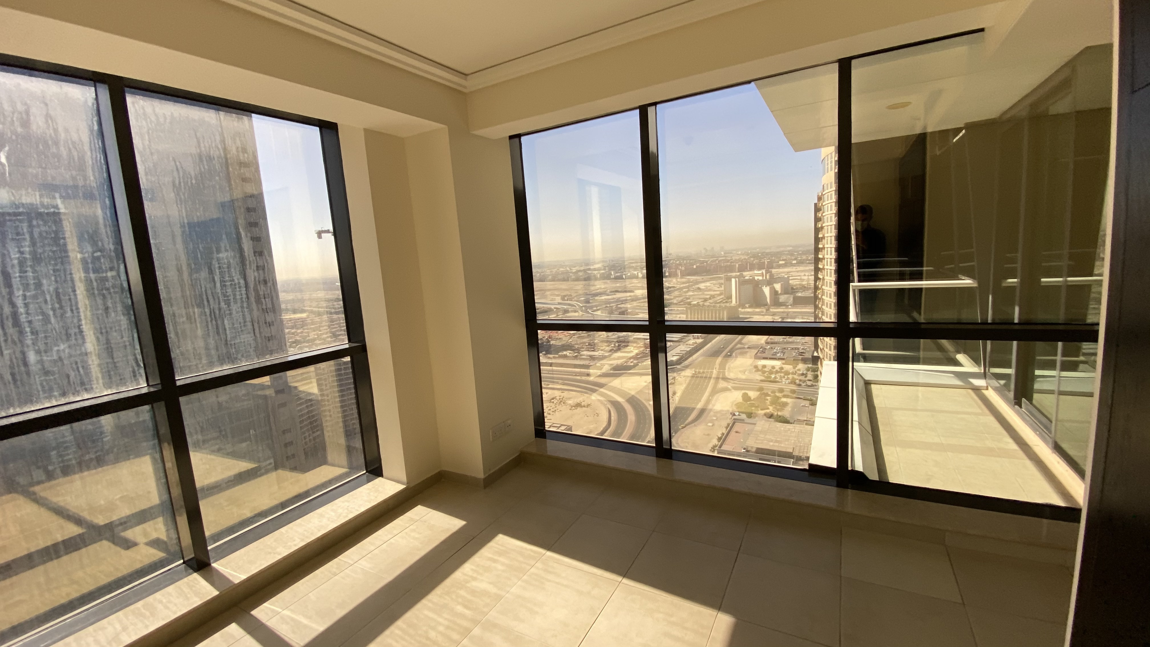 Overlooking Jumeirah Heights | 3BR + Maid for Rent