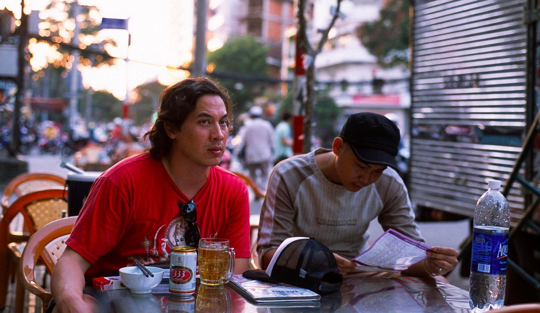 Quán ăn vỉa hè Sài Gòn - Ảnh: Henrik Halen