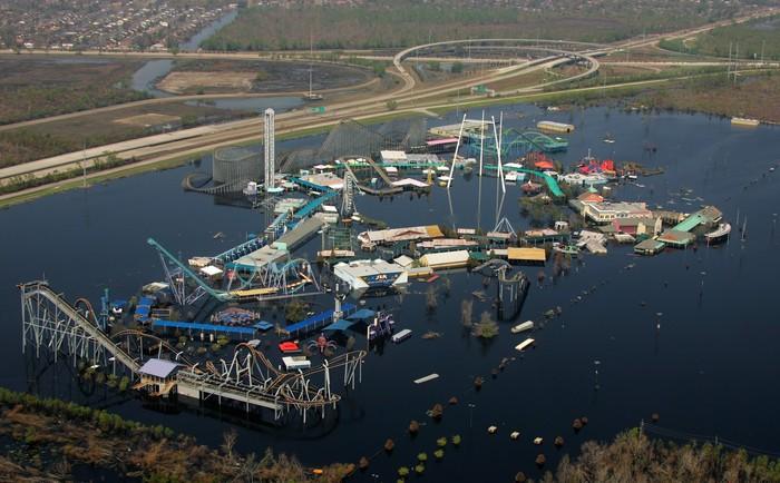 Công viên Six Flags New Orleans chìm ngập trong nước