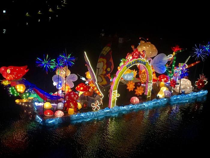 Lễ hội Putrajaya về đêm rực rỡ ánh đèn