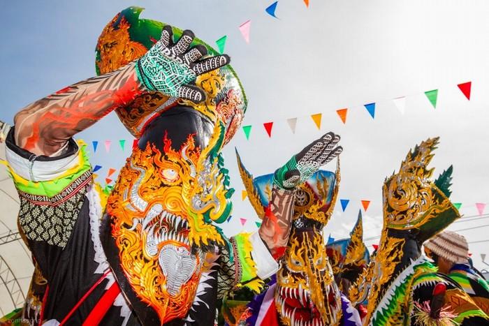 Những con ma xó diễu hành khắp cung đường