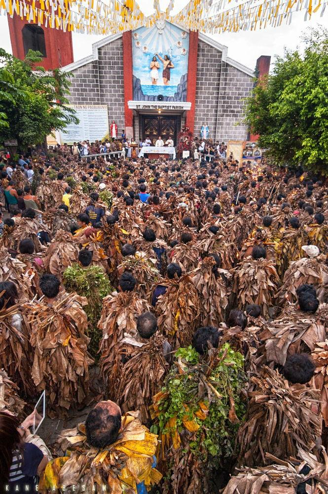 Lễ hội bùn ở Phillipines tổ chức tại nhà thờ