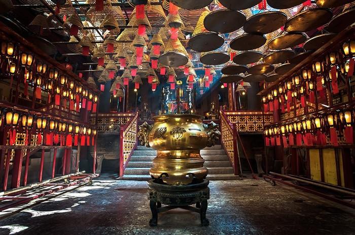 Khi đã vui chơi thỏa thích, hãy trở lại Mui Wo và đi phà về lại đảo Hong Kong.