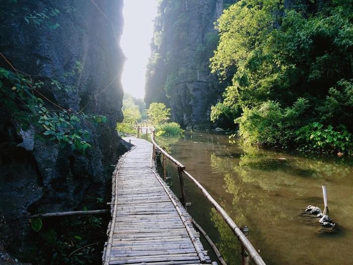 Qua cầu tre là đến nơi