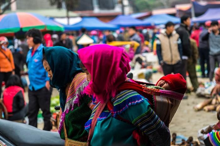Sapa còn có những buổi chợ phiên rộn rã sắc màu