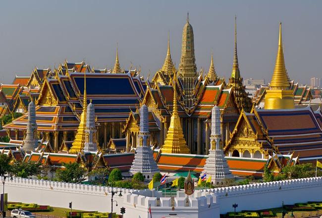 Ăn mặc gọn gàng khi đi chùa Thái Lan