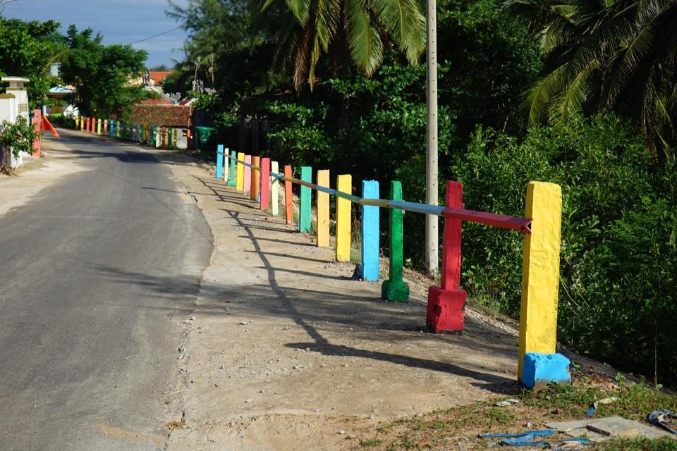Con đường làng rực rỡ